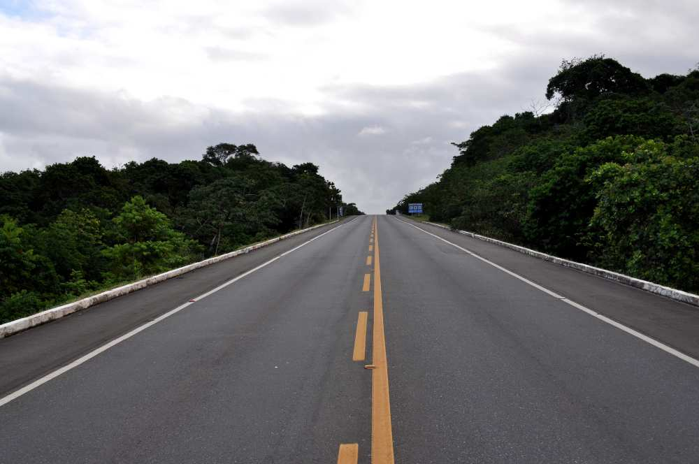 Highway road with full and dotted line